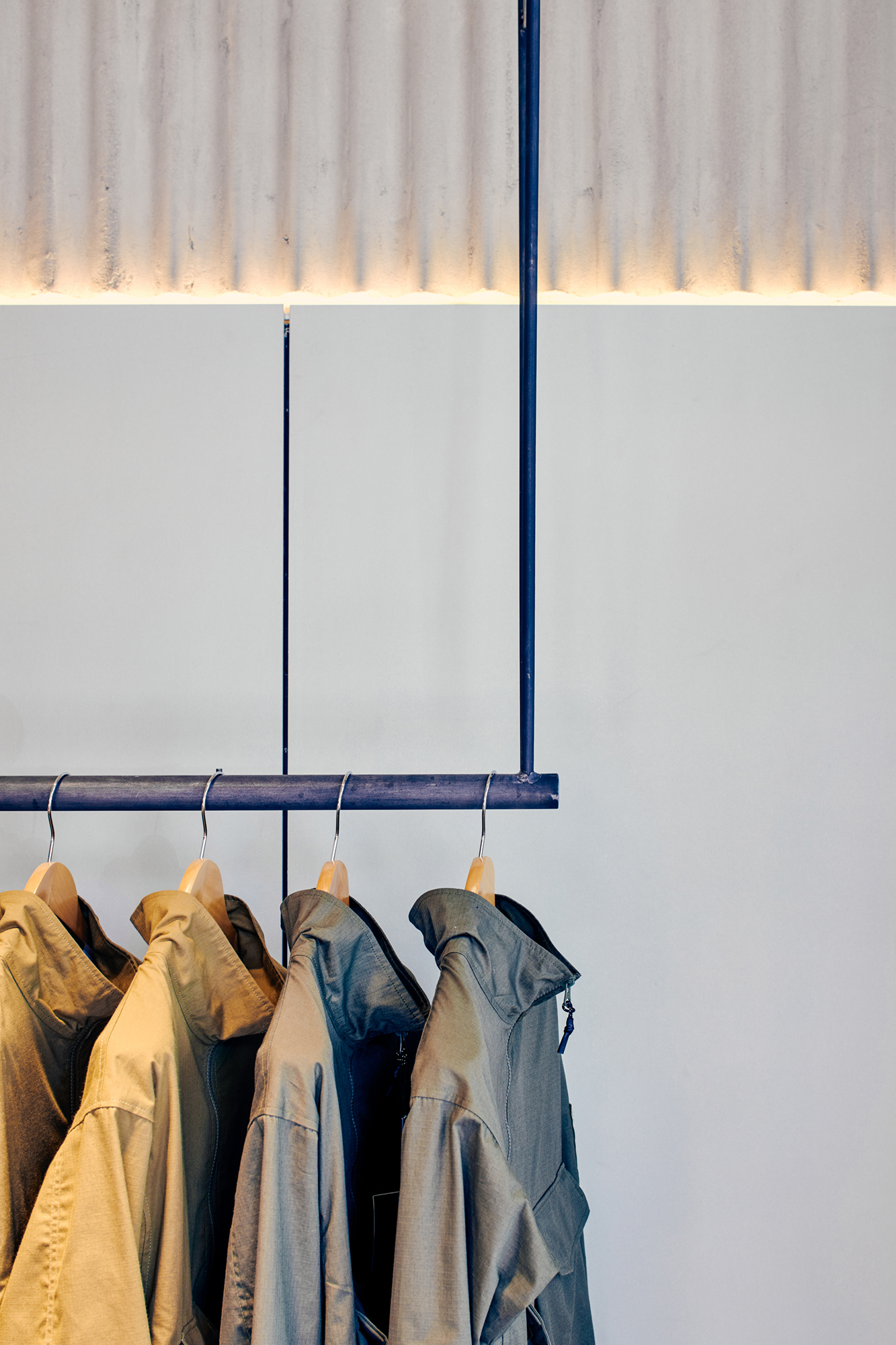 hanging rail, retail design, fashion, seven layer