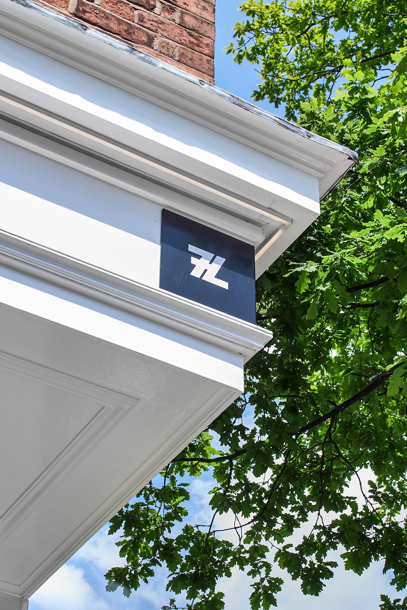 7L store, signage, fascia sign